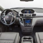 wnętrze samochodu z klimatyzacją